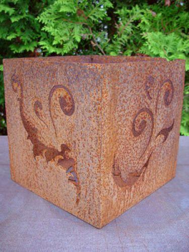 Barockwürfel aus rostigem Metall, 26 cm x 26 cm