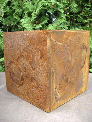 Barockwürfel aus rostigem Metall, 36 cm x 36 cm